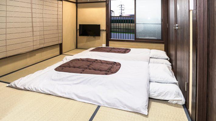 伏見稲荷、東福寺まで徒歩圏内のリフォーム済み簡易宿所 売却物件です(現在営業中)。